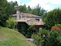 Agréable maison de 5 chambres avec piscine et garage sur 5ha de terrain à proximité de Bergerac