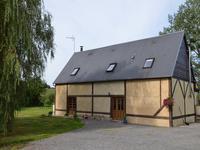 Une maison familiale joliment rénovée avec 3 chalets supplémentaires, un énorme potentiel de revenu!