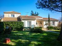 Maison récente bien agencée proche d'Angoulême, 4 chambres, piscine, garage spacieux, grand jardin.