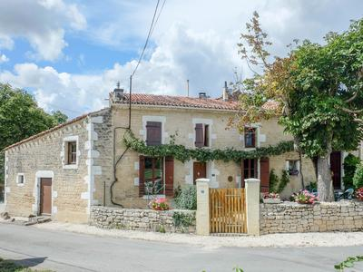 French property, houses and homes for sale in ST GEORGES DE LONGUEPIERRE Charente_Maritime Poitou_Charentes