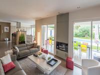 French property for sale in BAGNOLS EN FORET, Var - €890,000 - photo 3