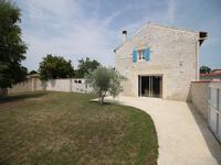 Près de Saint Jean d'Angely, superbe maison rénovée de 130m² à Varaize.