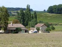 Deux maisons en pierre tous rénovées, piscine chauffée, grange, paisible, vues dégagées, prés du village Bergerac 18 minutes.