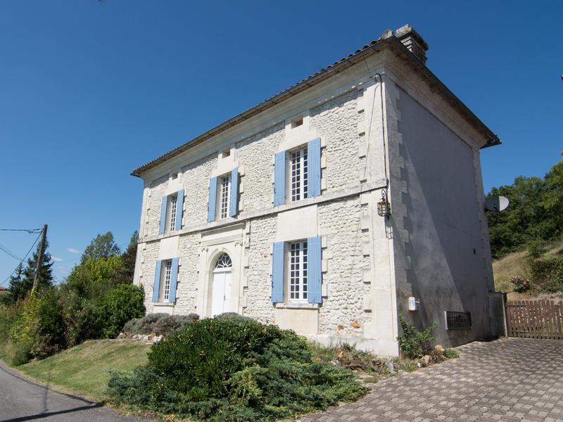 Maison à vendre en Poitou Charentes - Charente BONNES ...