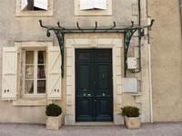 Au coeur d'un village très vivant cette superbe maison de Maître avec jardin. Marché hebdomadaire, 20 mins d'Auch et 1 h. de Toulouse.