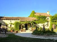 Maison familiale et gites à la limite Dordogne/Charente.