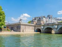 Pont Neuf – Patrimoine unique: Klipper de 25m grand confort amarré face au Louvre (COT), 3 cabines, parking