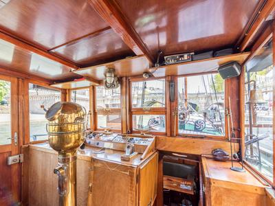 Pont Neuf – Unique listed 25m Clipper with long-term mooring opposite the Louvre, luxuriously fitted with 3 cabins, parking