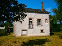 Maison de charme à la campagne à 300 mètres du village de Nedde et de ses commerces.