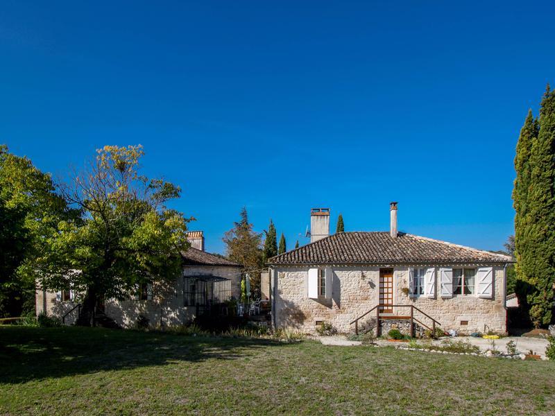 Maison vendre en midi pyrenees tarn et garonne belveze for Piscine en limite propriete sur petit terrain