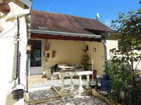 Jolie petite maison avec garage, jardin et terrain dans un village avec commodités