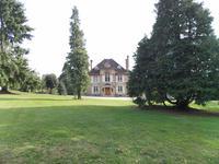 Superbe Maison Bourgeoise de 5 chambres avec 2 gîtes, piscine et plus de 3,25 ha de terrain – Bellac, Haute Vienne.