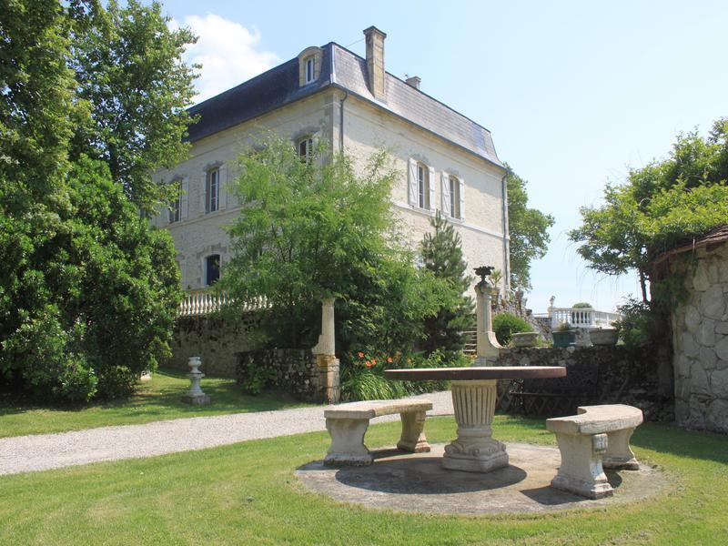 Chateau vendre en aquitaine lot et garonne villeneuve for Acheter maison morbihan