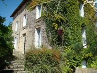 Maison du bourg avec 4 chambres et petite maison avec une chambre, jardin avec vue sur la riviere.