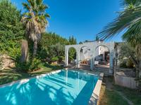 Frejus-magnifique villa P6 de style hacienda avec les elements morrocain, salle de musique et piscine.
