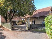 Périgord Noir - Grange rénovée en maison d'habitation de 3 chambres dans un hameau authentique   près de Montignac - Grange convertible en gîte ou chambres d'hôtes de 80m2 sur 2 niveaux - plusieurs terrasses - jardinet et cour intérieure privatif.