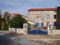 Ancienne maison de prêtre du 14ème siècle et ancienne chapelle du 11ème siècle toutes rénovées dans une maison avec gîte.