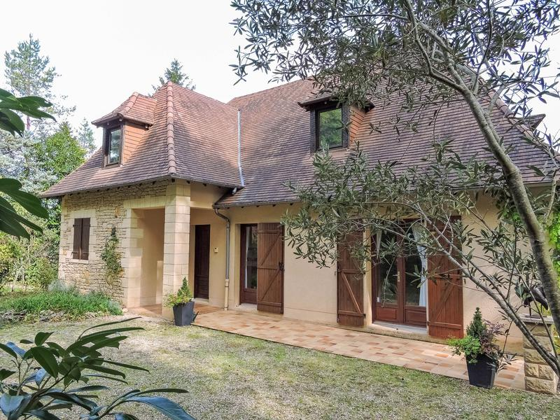 maison vendre en aquitaine dordogne montignac p rigord noir villa de style p rigourdine. Black Bedroom Furniture Sets. Home Design Ideas