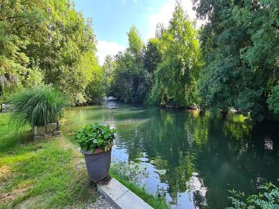River frontage for this beautiful 7 bed restored master's house. Pool, gite and barns