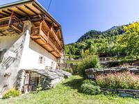 Chalet traditionnellement savoyard.