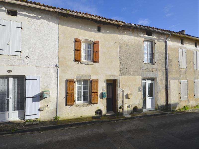 Maison à vendre à BEAUVAIS SUR MATHA(17490) - Charente Maritime