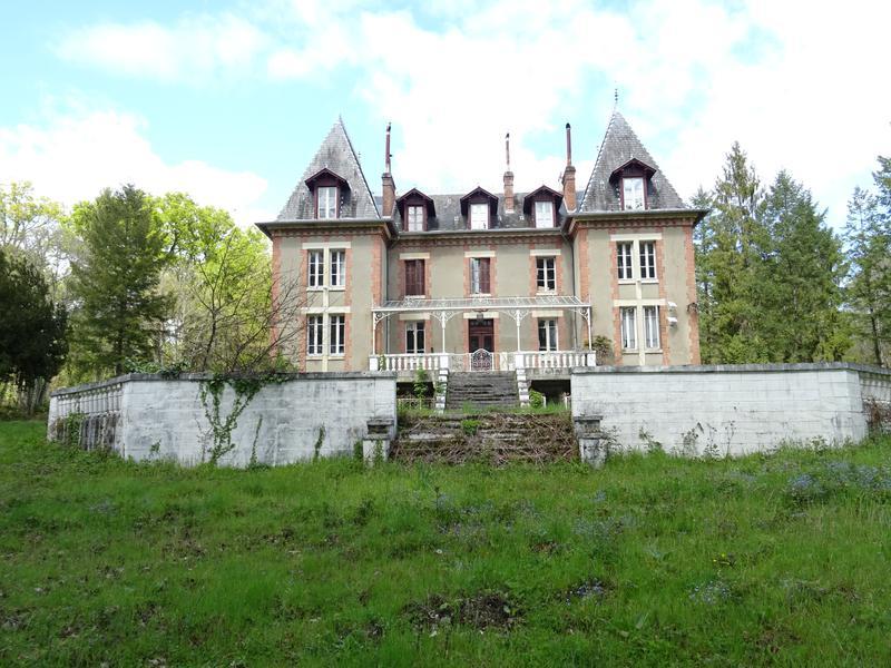 Chateau vendre en centre cher presly ch teau et parc for Acheter une maison de campagne pas cher