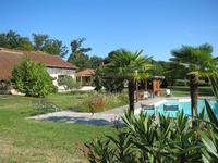Le meilleur des deux mondes, sur terrain de 10 ha...Grange aménagée en loft ultra moderne, et maison typique Gasconne partiellement rénovée, annexe (le total de 560 m² total d'habitation), piscine, jardin parc aux arbres centenaires.
