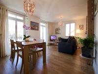 Appartement rénové 61m2, à vendre au calme au centre de St Gervais.  Près de la télécabine.  Ne manquez pas les visites virtuelle a 360º et les plans sur le site www.leggett-immo.com.