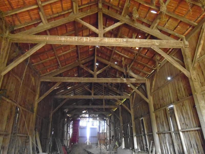 Barn for sale in lanquais dordogne old farmhouse with for Renovating a barn into a house