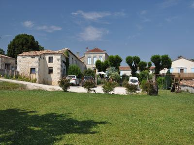 French property, houses and homes for sale in MONTENDRE Charente_Maritime Poitou_Charentes