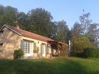 Belle maison de plain-pied entre Montignac et Les Eyzies avec 8000m² de jardin et bois.
