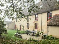 Belle maison de village datant du 14ème siècle environ, avec une forge encore en activité. Exceptionnel !