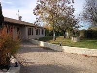 Aulnay. Jolie maison individuelle de plain pied, avec 3 (4) chambres et agréable jardin sans vis a vis.