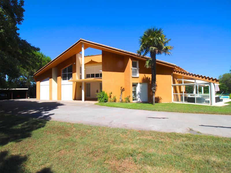 maison vendre en languedoc roussillon pyrenees orientales perpignan magnifique villa 5. Black Bedroom Furniture Sets. Home Design Ideas
