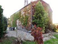 Belle maison en pierre  d'environ 180 m2 habitable avec jardin clos et arboré. Une très jolie vue !