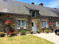Opportunité fantastique – une maison comme ça, avec des jardins et terrain comme ça, à un prix comme celui-ci, dans un village comme ça est une trouvaille très rare en effet – dépêchez-vous, venez et visiter rapidement!