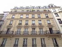 Appartement lumineux et spacieux de 109m2 situé au 6ème et dernier étage d'un immeuble Haussmannien dans le nord du 9ème arrondissement proche du Sacré cœur