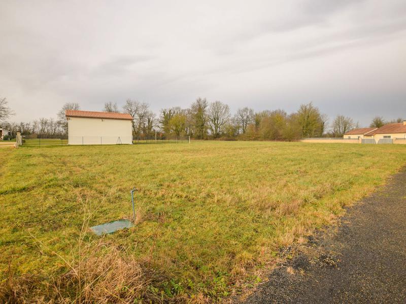Terrain à vendre à CIVRAY(86400) - Vienne
