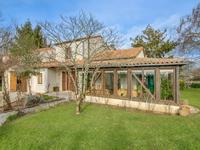 Maison de 4 chambres avec un joli jardin, piscine hors-sol, et garage, situé à St Jory de Chalais
