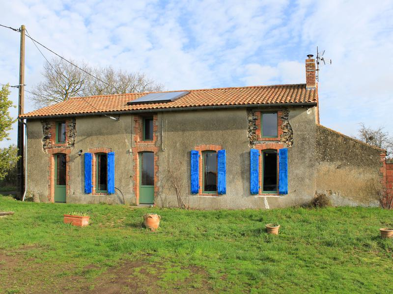 Maison à vendre à LE BREUIL SOUS ARGENTON() - Deux Sevres