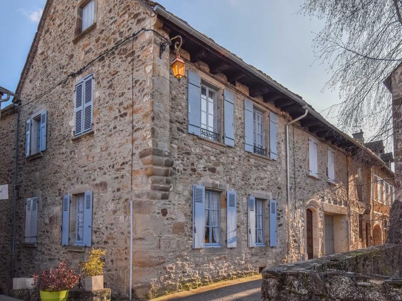 Maison A Vendre En Midi Pyrenees Aveyron Najac Sous Offre Vraiment Charmant Et Spacieux 18ieme C Maison De Maitre Pour Chambre D Hote Gite Ou Maison De Famille Dans Le Centre De Najac