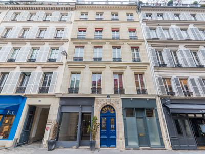 Paris 75007 - In the very prestigious Rue de Varenne - 42m2 - 1 bedroom + Attic - a charming apartment exposed N / S bright and quiet, with beautiful views of the roofs and parisian monuments, on the 6th and last floor with lift of a building of 1854 well maintained, in a chic and tourist area.