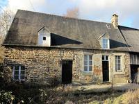 Une maison de campagne avec deux chambres, grande cuisine et une vue agréable, avec la tranquillité d'un endroit rural.