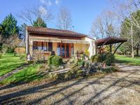 Plein pied de 2 chambres, garage intégré, jardin avec une belle vue dégagée.