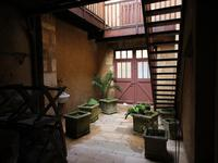 Magnifique maison de village avec 5 grandes chambres 4 salles de bains aucun travaux à prévoir. A 40 minutes de L'aéroport de BERGERAC.