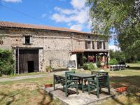 Maison en pierres 2 chambres, avec grange attenante, petite maison non attenante à restaurer, grand terrain plat et piscinable, bel emplacement au calme