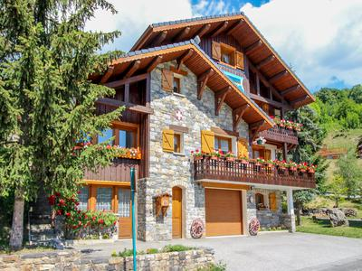 Impressive 6 bedroom ski chalet for sale, ideally situated in St Martin de Belleville- 3 Valleys. Exclusive to the Leggett website, don't miss the 360° virtual tour.