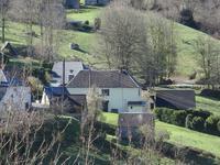 Grande maison principale bien rénovée avec dépendances et terrain et aussi un charmant gîte dans le même hameau.