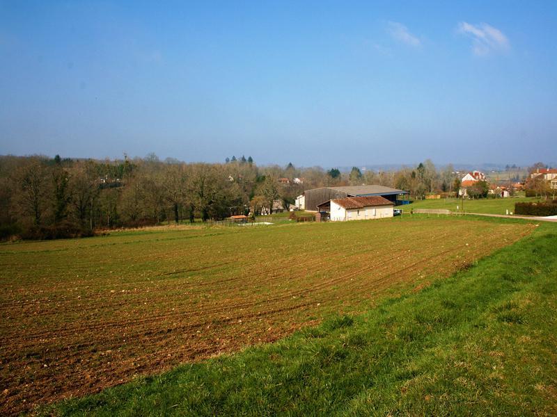 Terrain à vendre à BUSSIERE BADIL(24360) - Dordogne