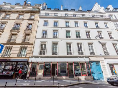 PARIS 75003, Arts & Metiers fashion district, freehold commercial unit (lot 2) free of tenant, offering 78m2 with 12m of windows on South facing street side, at the heart of a well looked after 1880 building, ideal location in coveted area of Temple-Republique.